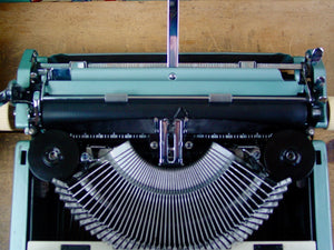 Typewriter ,  Imperial,  - 1962 The Good Companion 6