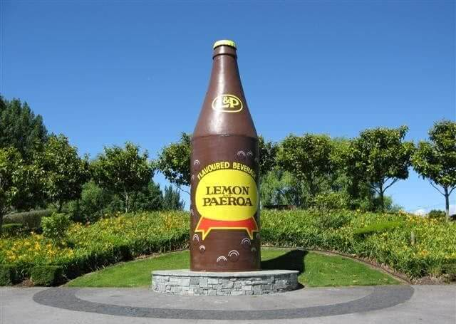 🗿🍋🥤 L&P World Famous in New Zealand! Weird or Cool?! Giant Soda Bottle. Lemon and Paeroa