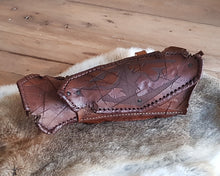 Load image into Gallery viewer, Skyrim Imperial Fur and leather Gauntlets