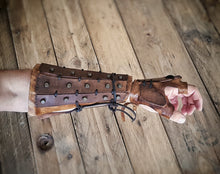 Load image into Gallery viewer, Samurai Leather bracers