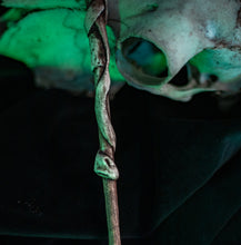 Load image into Gallery viewer, Ivory Skull Wand