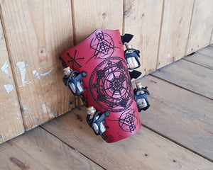 Alchemist bracer with transmutation circle.