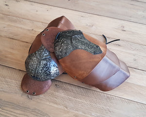 Shieldmaiden Leather shoulder armor set.