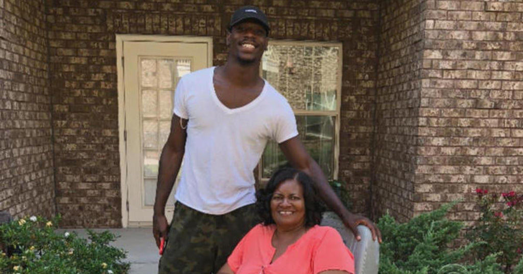 Random Act Of Kindness: Young Man Helps Woman Get Home After Her Electric Wheelchair Loses Power