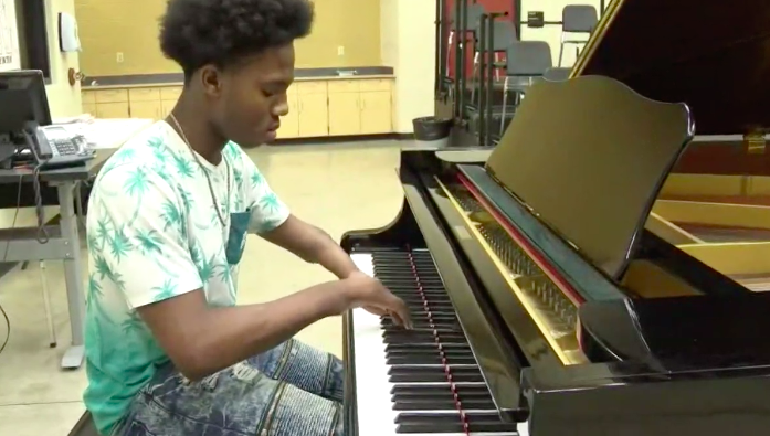This 17-Year-Old Born With Four Fingers Will Blow You Away With His Piano Skills