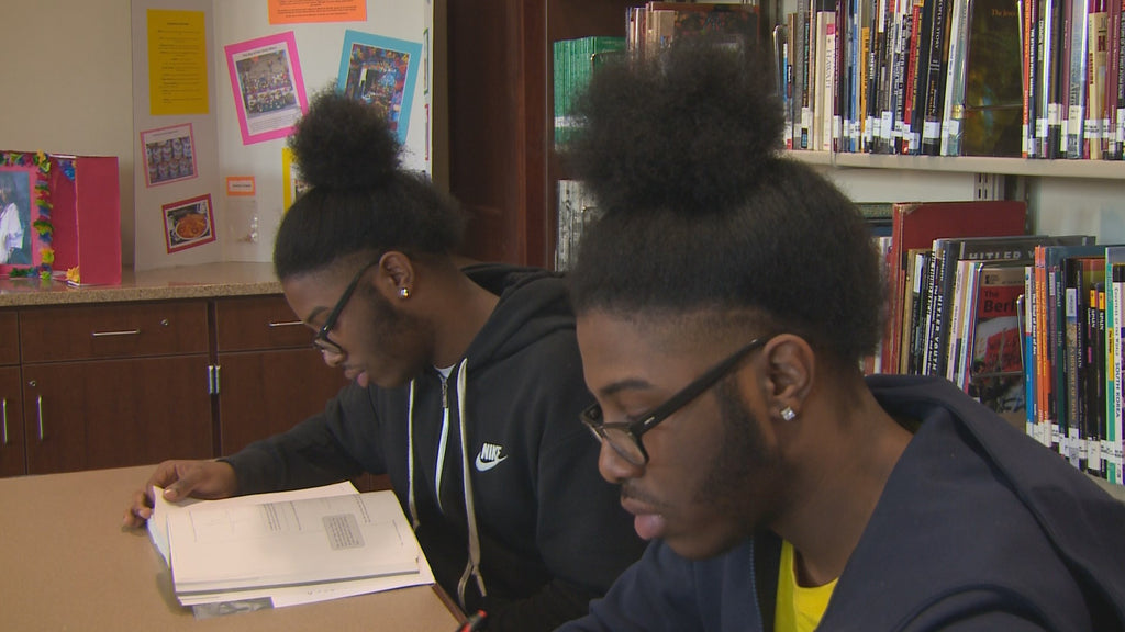 Identical Twins With 4.5 and 4.4 GPA Named HS Valedictorian and Salutatorian