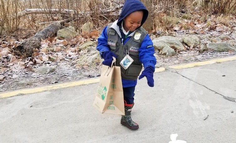 Government Shutdown Prompts 4-Year-Old Junior Park Ranger to Help Clean Up National Park