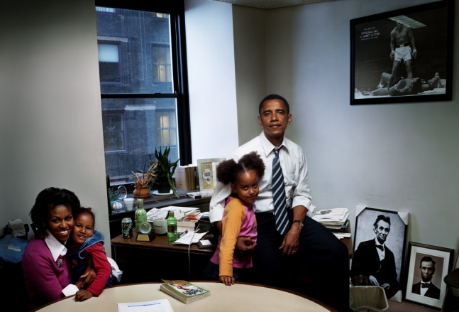 9 Rare Photos of Barack, Michelle, Malia, and Sasha Obama's Journey To Win The White House