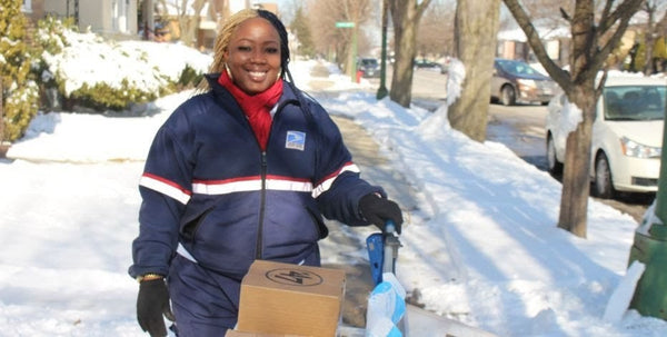 Chicago USPS Worker Saves 89-Year-Old Woman's Life After Noticing She Hadn't Retrieved Her Mail in 3 Days