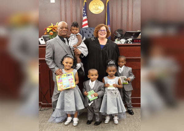 Single Dad Adopts 5 Siblings Under The Age Of Six So They Can Stay Together