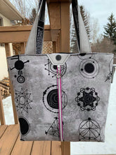 Load image into Gallery viewer, Topaz Tote PDF Pattern