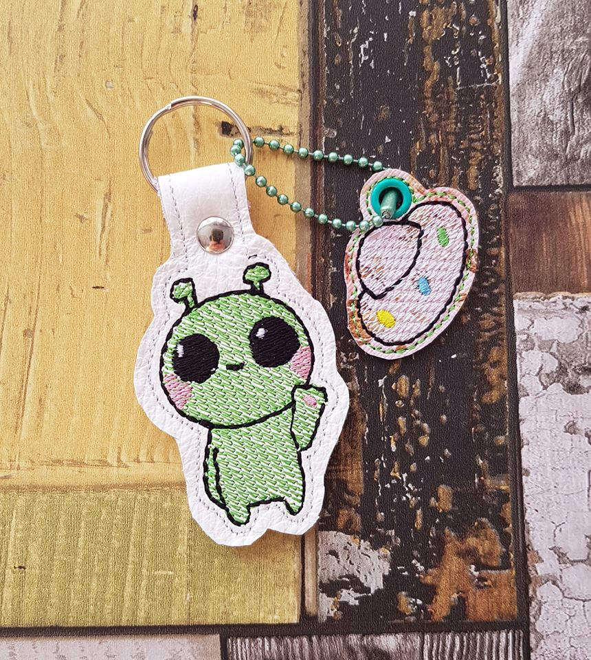 Alien Snap tab and Charm Set 4x4