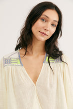 Load image into Gallery viewer, Free People Size X- Small Cream Top