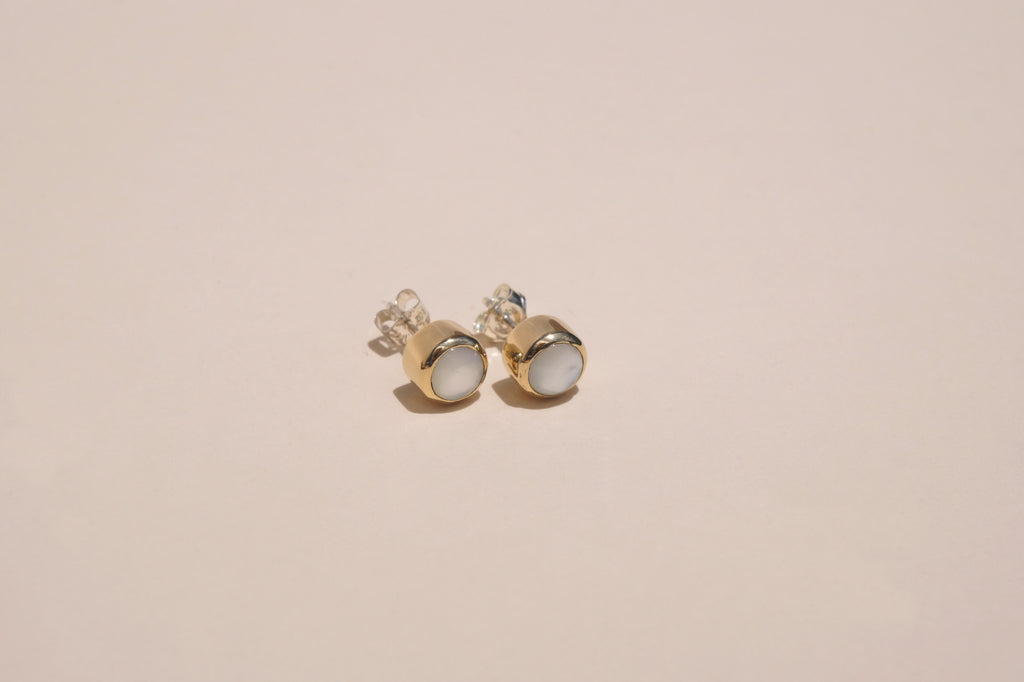 MOTHER OF PEARL STUD EARRINGS | 6mm - Aleishla