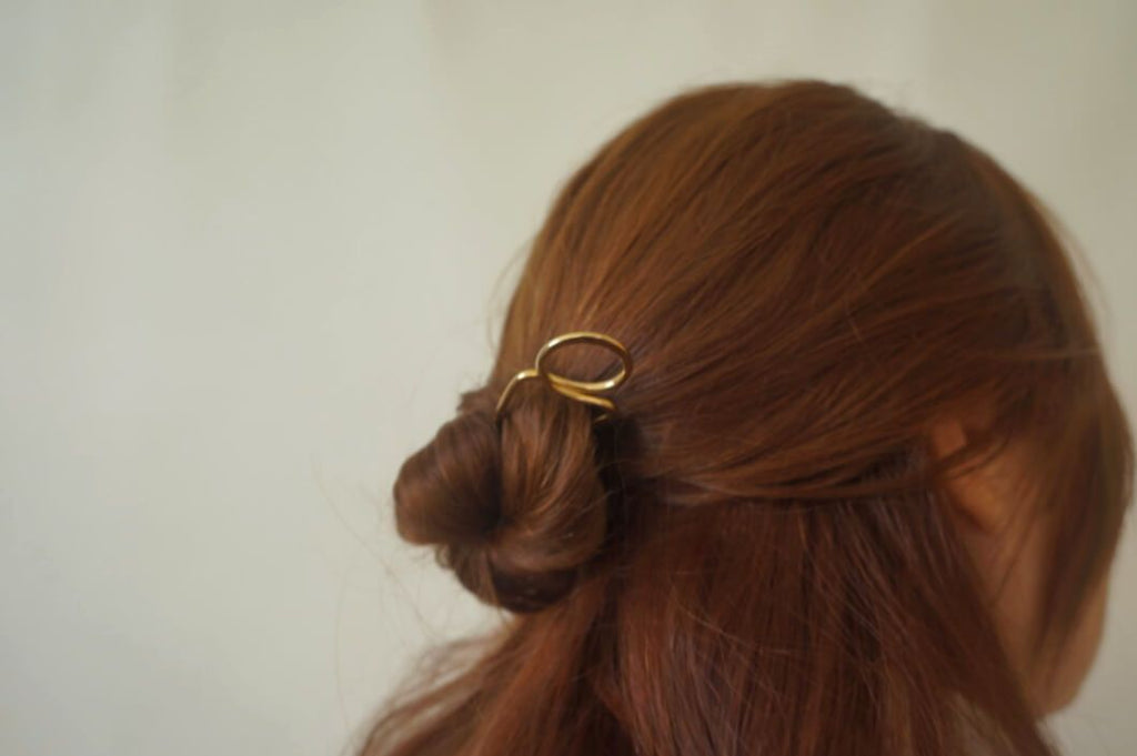 CURVY BRASS HAIR PIN - Aleishla