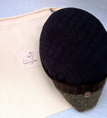 A fleece cap with a TwiLd Capit Hog fabric bag