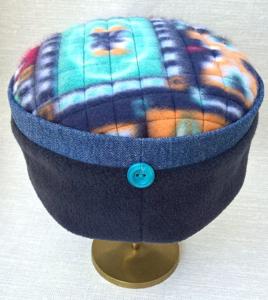 The turquoise in the tip and button make this a characterful winter Kufi