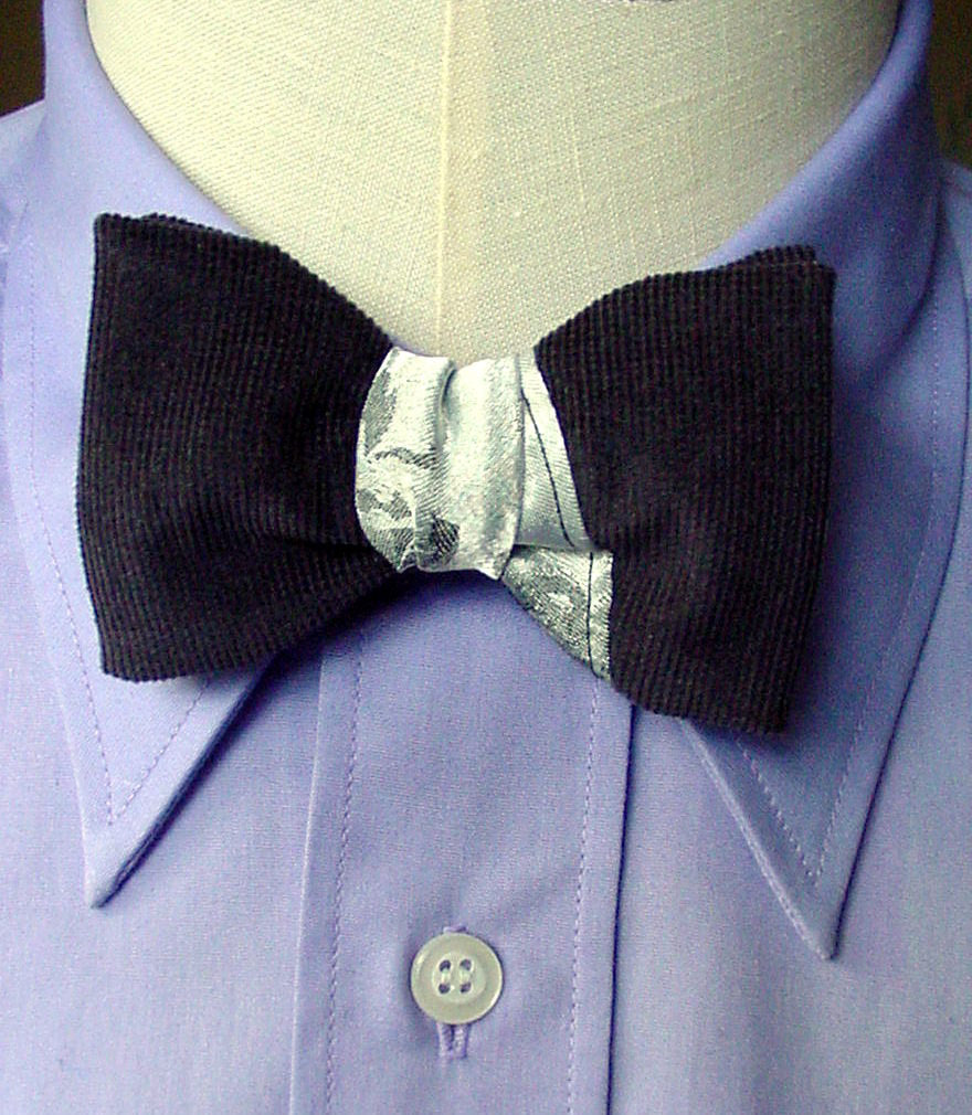 Pre Tied Designer Bowtie in Silver Grey, Mens Retro 40s Clip On Tie