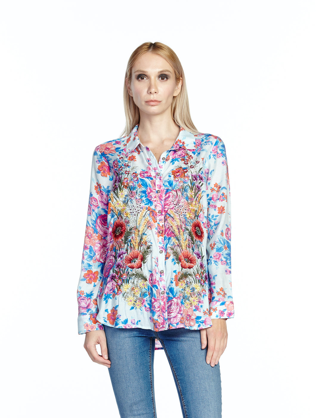 ARATTA-Fashion-Our-Hearts-Blouse-Worn-by-a-Beautiful-Woman-ED19B319A
