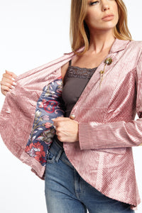 Aratta-Fashion-Jay-Gatsby-Blazer-Worn-by-a-Beautiful-Woman-ED19JK618