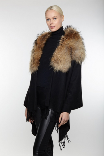 Beautiful-Woman-Wearing-Cashmere-Shawl-with-Extra-Large-Fox-Fur-Collar-by-Linda-Richards-CS501