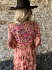 Beautiful-Woman-Wearing-Clothing-from-Memphis-Grand-Softness-Dress-by-Aratta-ED19G75R