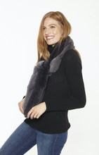 Linda-Richards-New-York-Genuine-Fur-Scarf-worn-by-a-Beautiful-Woman-RX45