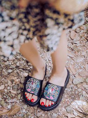 Image of Embroidered Peep-toe Slides Shoes BLACK 36