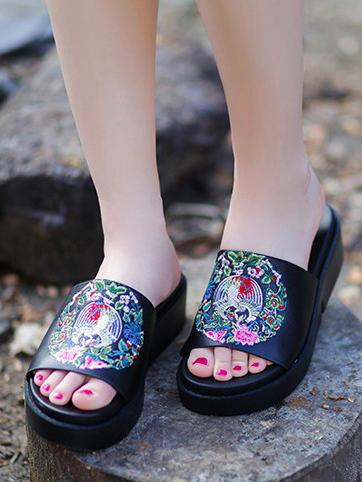 Embroidered Peep-toe Slides Shoes BLACK 38
