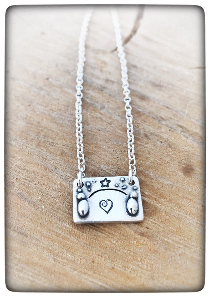 "*NEW* ""Friends are Like Stars"" Silver Pebble People Necklace"