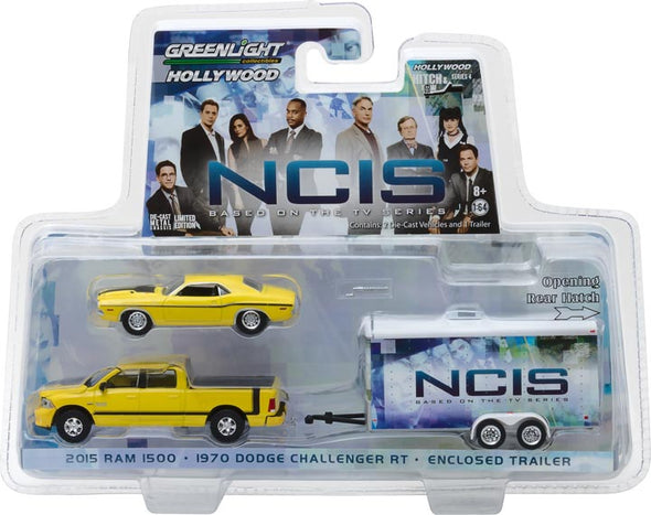GreenLight 1/64 Hollywood Hitch & Tow Series 4 - NCIS (2003-Current TV Series) - 2015 Ram 1500 with 1970 Dodge Challenger R/T in Enclosed Car Hauler Solid Pack #31040-C