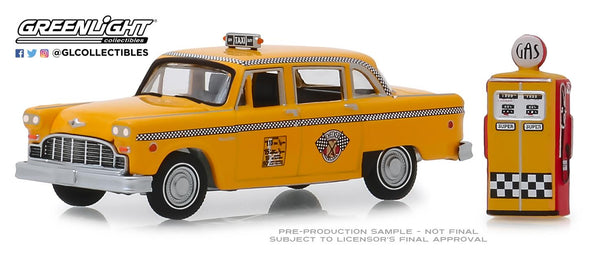 GreenLight 1/64 The Hobby Shop Series 7 - 1978 Checker Motors Marathon A11 Taxi with Vintage Gas Pump Solid Pack - #97070-E