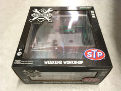 *GREEN MACHINE* GreenLight 1/64 Mechanic's Corner Series 1 - Weekend Workshop STP Solid Pack - #57011