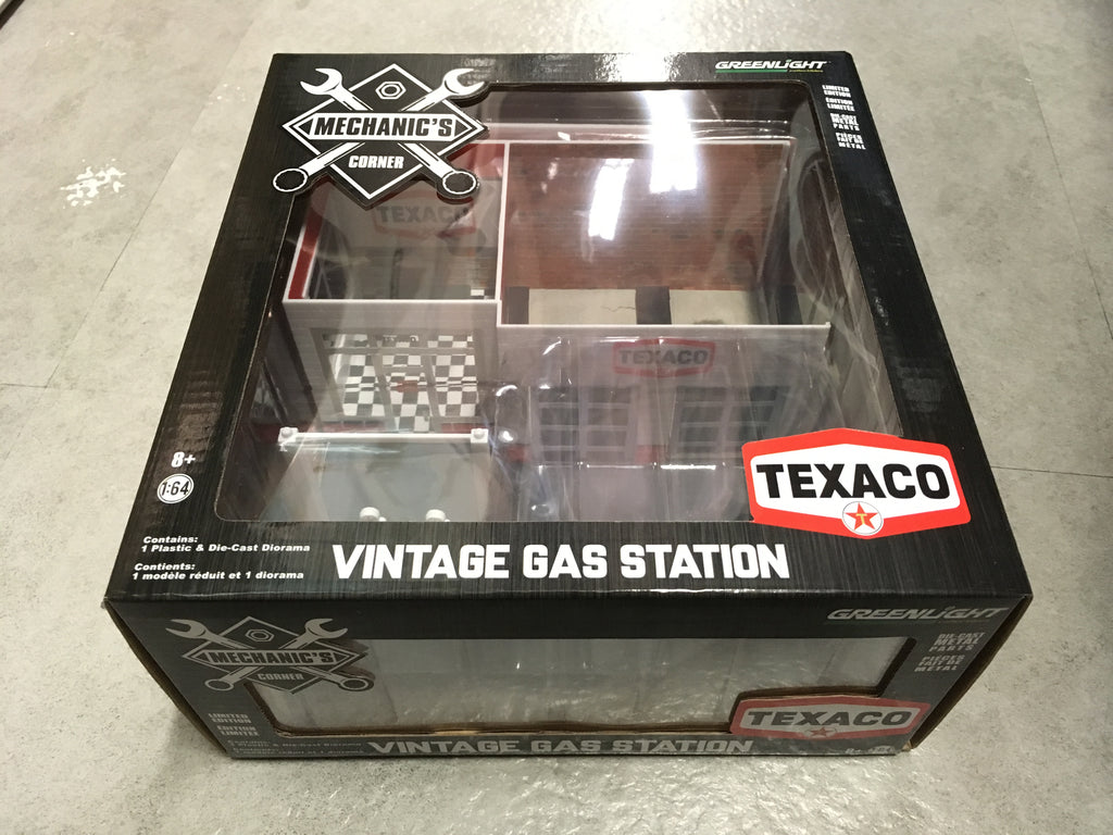 *GREEN MACHINE* GreenLight 1/64 Mechanic's Corner Series 1 - Vintage Gas Station Texaco Oil Solid Pack - #57013