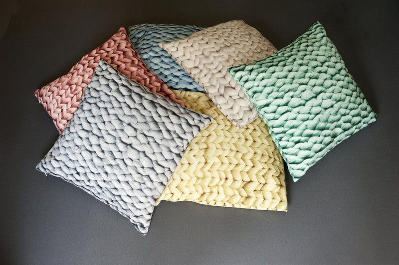 YARN PILLOW COVER