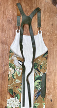 Load image into Gallery viewer, Apron in ochre / Green Monkey print