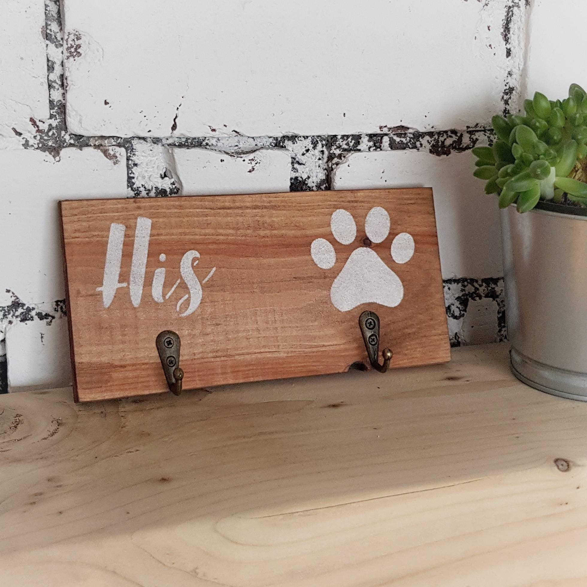 Wooden rustic his hers key holder - Caramel Treasures