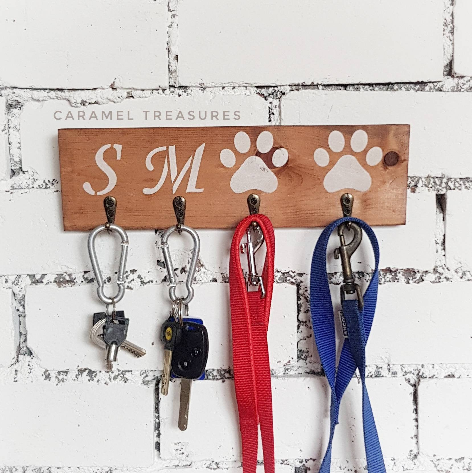 Wooden personalised key and lead holder - Caramel Treasures