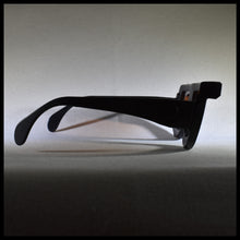 Load image into Gallery viewer, 1970 retro sunglass frame side view