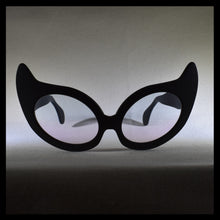 Load image into Gallery viewer, Nouvelle Chicane Cat Eye Fashion Sunglasses Front View