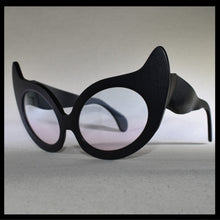 Load image into Gallery viewer, Nouvelle Chicane Cat Eye Fashion Sunglasses Isometric View