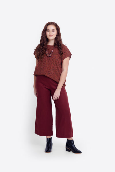 Hersom French Linen High Waisted Pants Model Front Curve | Paprika
