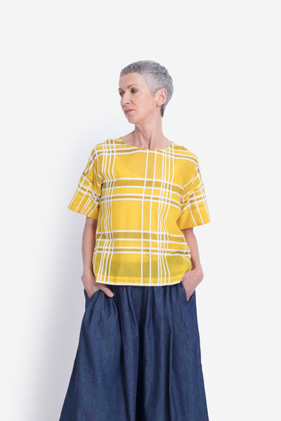 Janeke Plaid Box Top Model Front | MAIZE PLAID