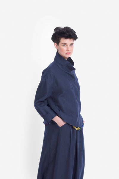 French Linen Dahme Jacket Model Side | NAVY