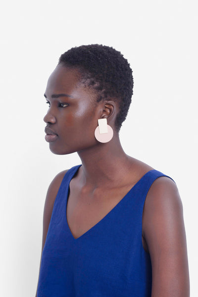 Anni Recycled Leather Earrings Model IVORY NUDE