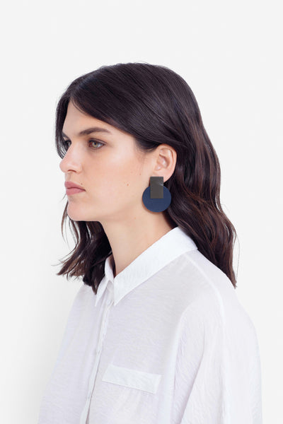 Anni Recycled Leather Earrings Model OLIVE NAVY