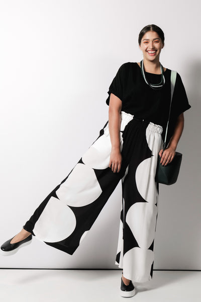 MFW Campaign Kalla Loose Fit Pants | BLACK / WHITE