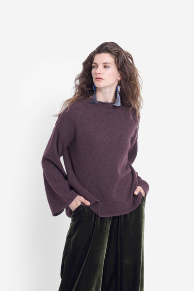Hopper Low Turtle Neck Classic Bell Sleeve Sweater Model Front | SANGRIA