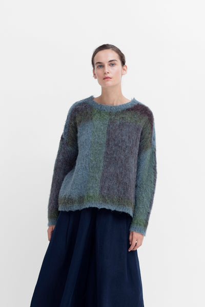 Nilsen Sweater Model Front OMBRE