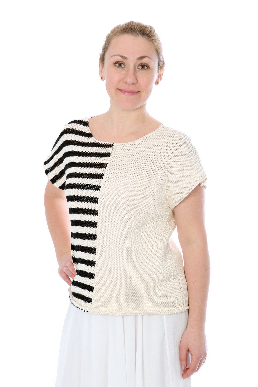 BLACK AND WHITE STRIPED SUMMER TOP